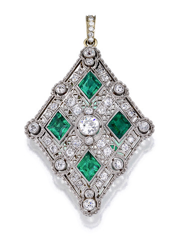 A diamond and emerald pendant-brooch  5