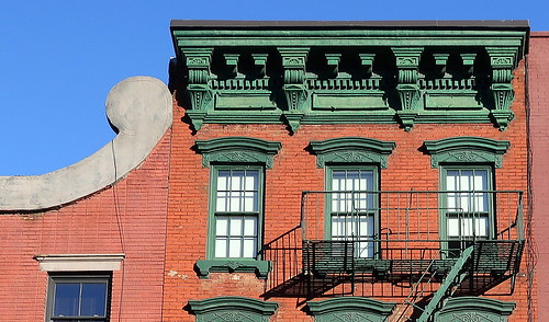 Green trim: 52 Greenwich Avenue (1900), Greenwich Village, New York