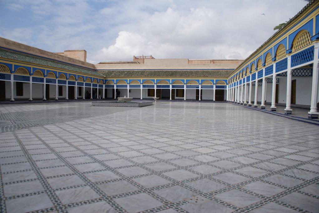 Cour gigantesque du Palais Bahia à Marrakech où se déroule parfois des concerts.