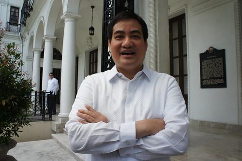 菲律賓總統府發言人陳顯達絕口不提道歉,反問為何香港不取消黑色旅遊警示。(勞顯亮攝)