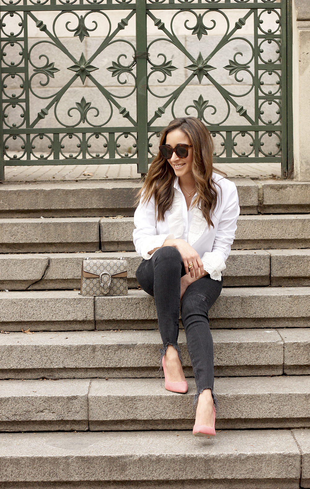 White ruffled shirt pink heels black jeans uterqüe gucci bag céline outfit style09