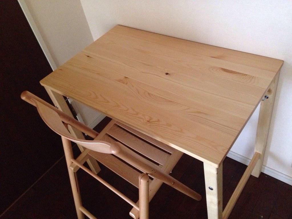 ... 無印良品のパイン材折りたたみテーブルとタモ材折りたたみ椅子   by Nomadic Dodo