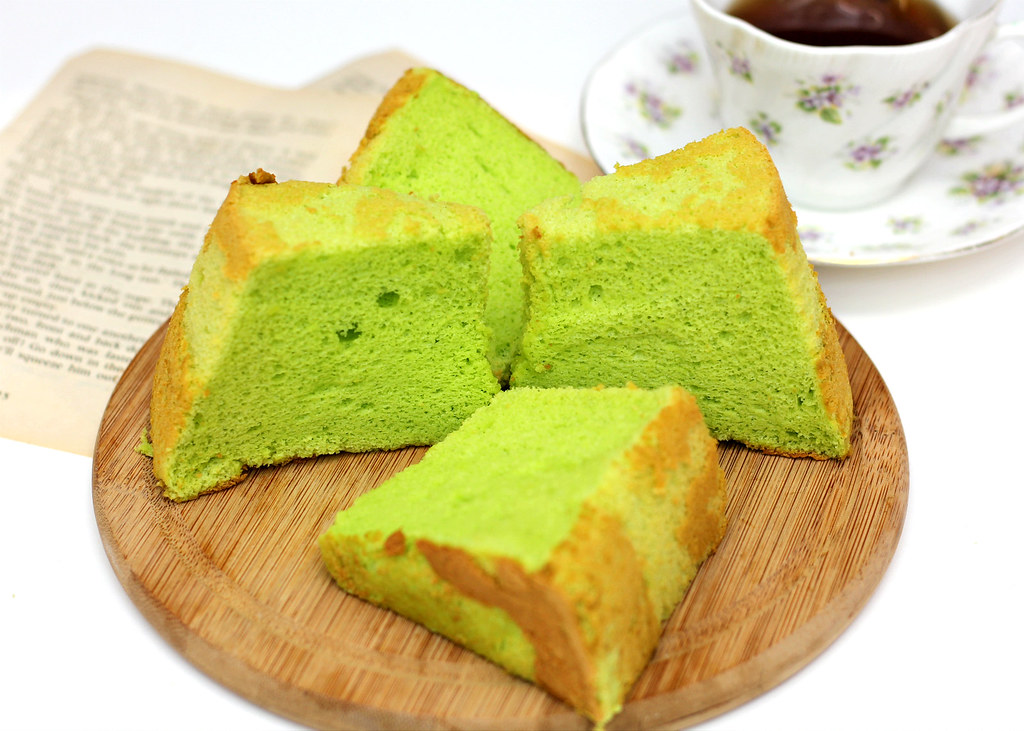 The Ultimate Pandan Chiffon Cake : Bengawan Solo