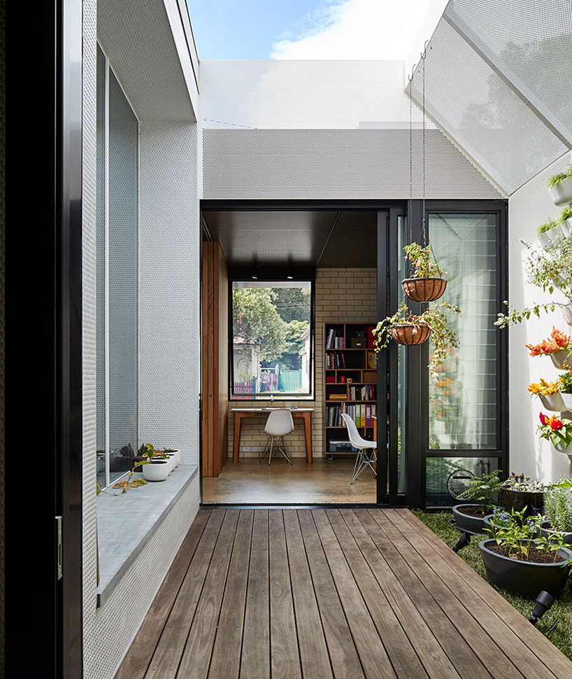 Cottage extension by Melbourne–based firm Architecture Architecture Sundeno_06