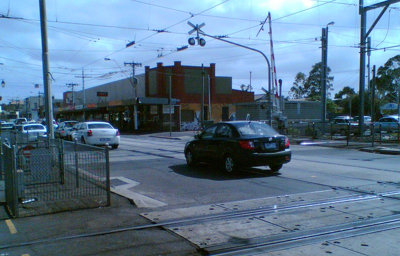 Glenhuntly; car queuing on level crossing (March 2007)