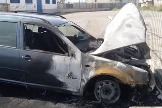 Noicattaro. Auto incendiate parcheggio ex stazione Fse front