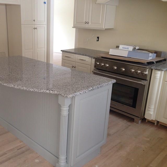 Etonnant ... Bianco Catalina Granite Countertops #islandtop #innovatestones #granite  #granitecountertops | By Innovate Stones