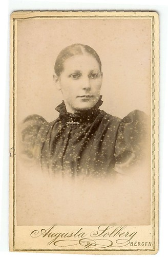 Unknown old photo of woman | by Unknown photos of ancestries/Ukjente slektsbilder