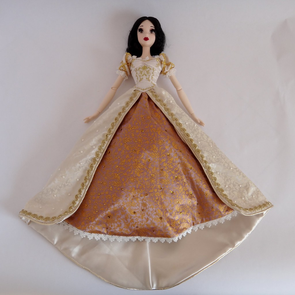 Dressing My Snow White LE 17\'\' Doll in Wedding Rapunzel\'s … | Flickr