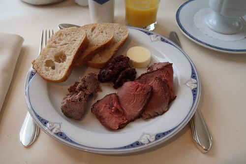 Leberwurst, Blutwurst und Roastbeef mit Baguettescheiben