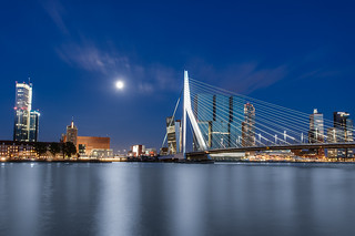 Full moon over the Erasmusbrug | by Tom Roeleveld