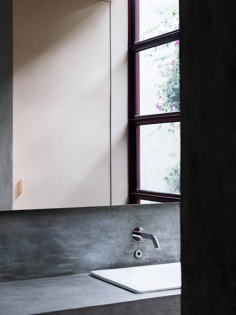 Villa renovation for Galería OMR by Mateo Riestra, José Arnaud-Bello and Max von Werz Sundeno_06