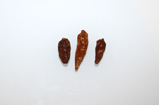 13 - Zutat getrocknete Chilis / Ingredient dried chilis