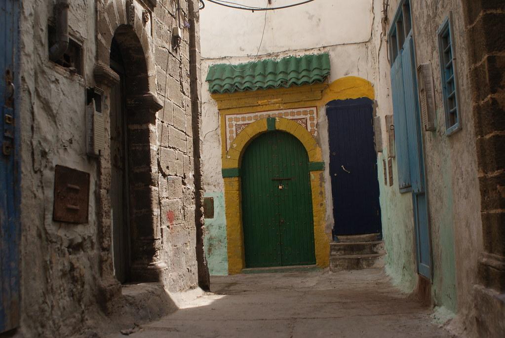 Belles couleurs et motifs vous attendent à chaque coin de rue à Essaouira.