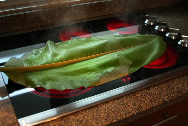 Salmon a la hoja de bananero con salsa de maracuya (4)