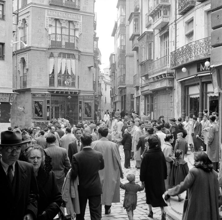 Plaza de las Cuatro Calles de Toledo en los años 50 fotografiada por Paul Almásy © AKG Images