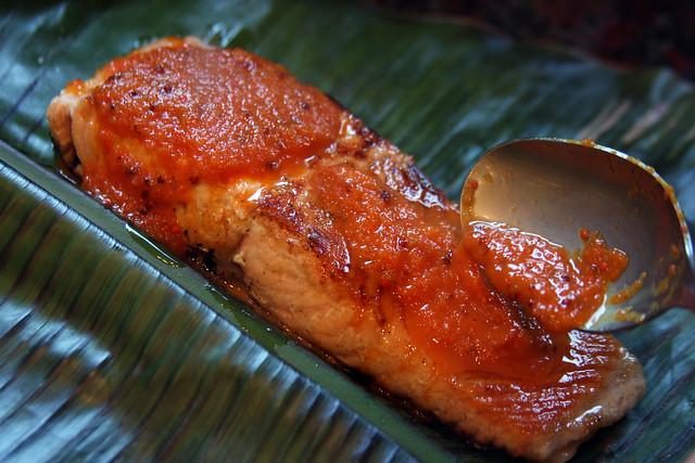 Salmon a la hoja de bananero con salsa de maracuya (36)