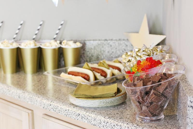 candies-hotdogs-popcorn-8