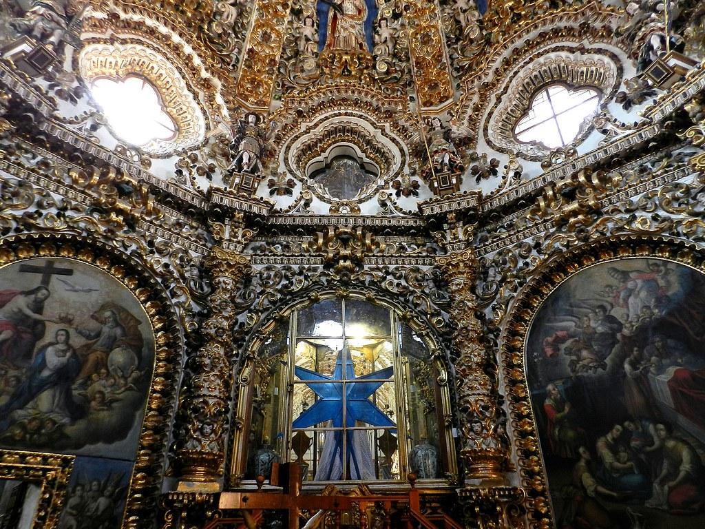 Vista del interior de la basílica de Ocotlán en Tlaxcala