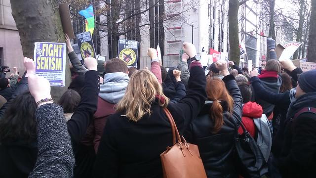 Rassemblement anti-Trump face à l'ambassade américaine