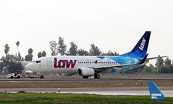 LAW B737-300 CC-ARQ (RD)