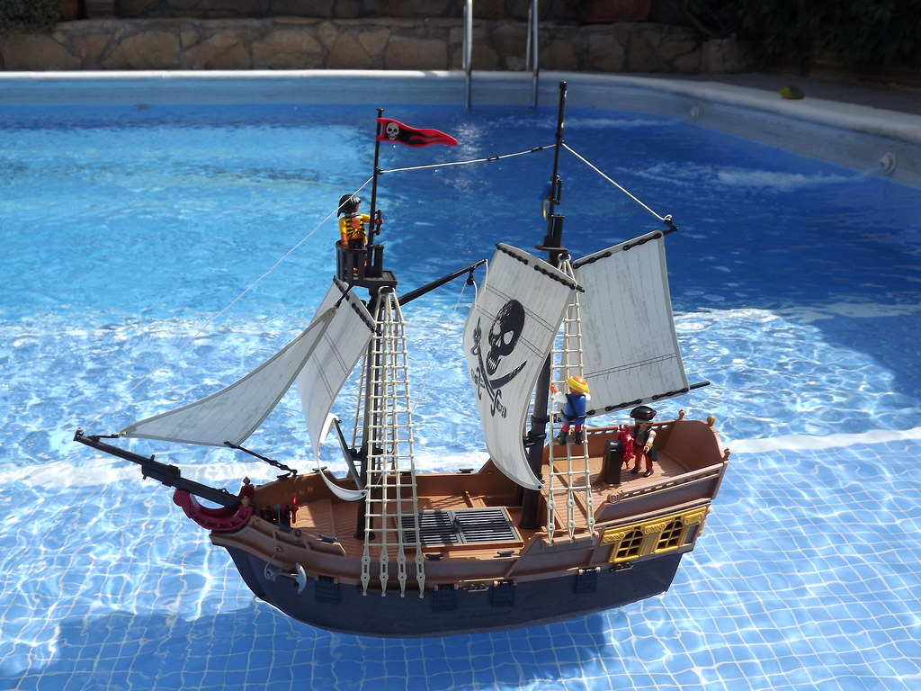 ... My Playmobil Pirate ship 5135 in the swimming pool | by egolon