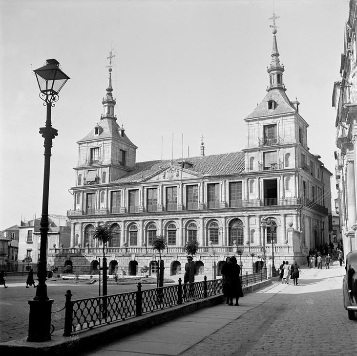 Ayuntamiento de Toledo en 1949 fotografiado por Paul Almásy © AKG Images