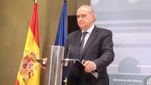 Rueda de prensa ofrecida por el ministro del interior jor for Ministro de interior espana