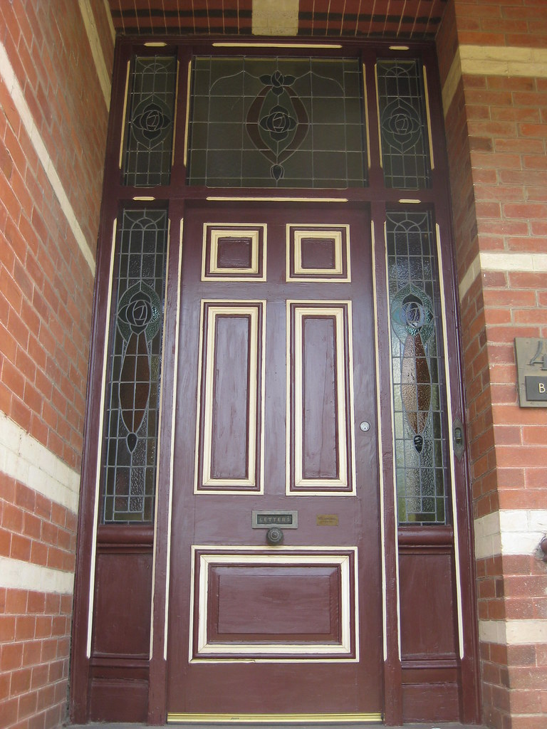 The Art Nouveau Stained Glass Front Door Of Balinbrok A Flickr