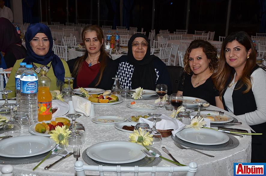 Zuhal Yavuz ve ailesi de Albüm'e poz verdi.