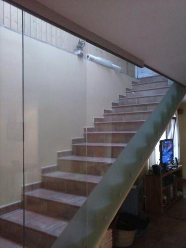 Pared y puerta de cristal templado para escalera pared for Cristaleria benissa