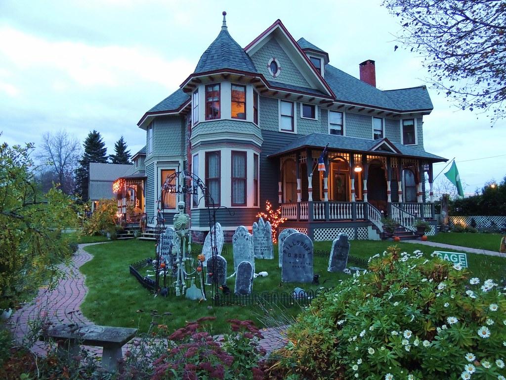 halloween mansion - sault ste. marie - michigan | mikel classen | flickr