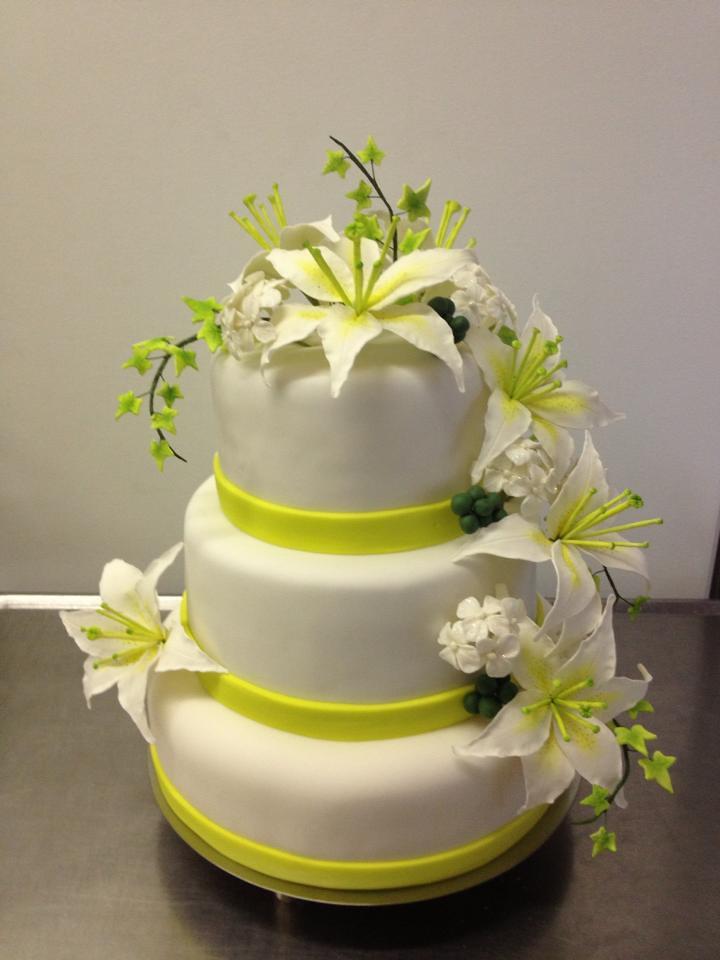 Hochzeitstorte Mit Lilien Kuchenfee Flickr