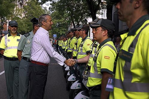 El director general de la guardia civil felicita a los age for Ministerio del interior guardia civil