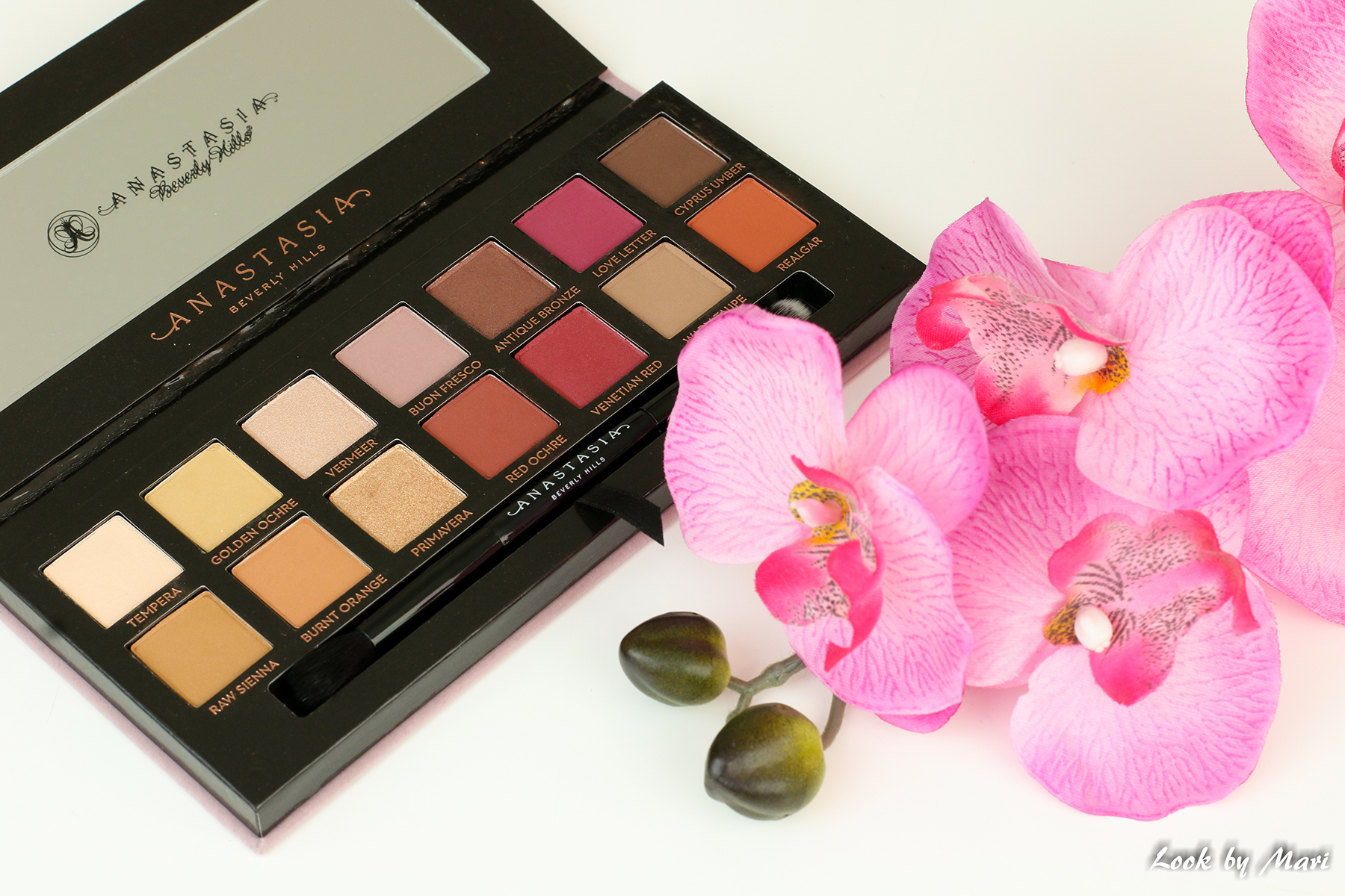 11 abh modern renaissance eyeshadow palette beautybay cultbeauty suomi suomeen