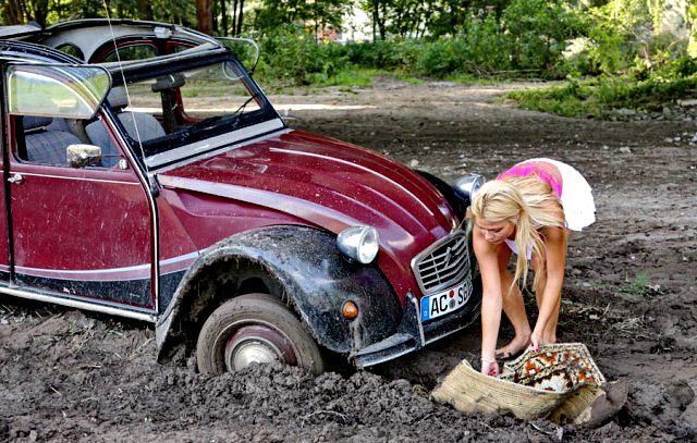 2CV in mud