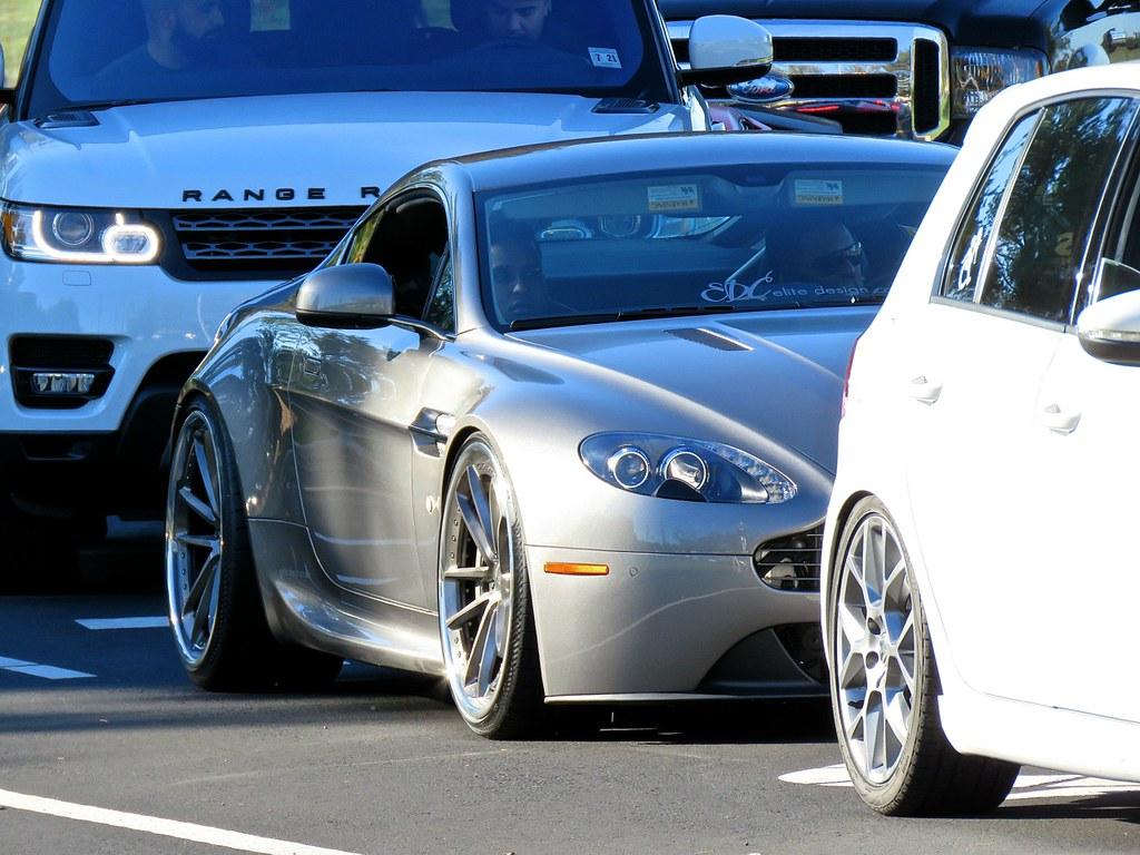Stanced Aston Martin V8 Vantage 1