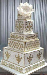 gold and white square wedding cakes white and gold square wedding cake fondant 14742