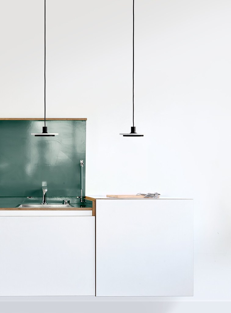 Minimal pendant and floor lamp by London-based designerr Romain Voulet Sundeno_09