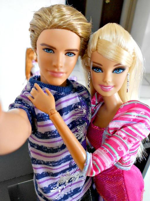 barbie & ken enjoy valentine's day | happy valentine's day, … | flickr, Ideas