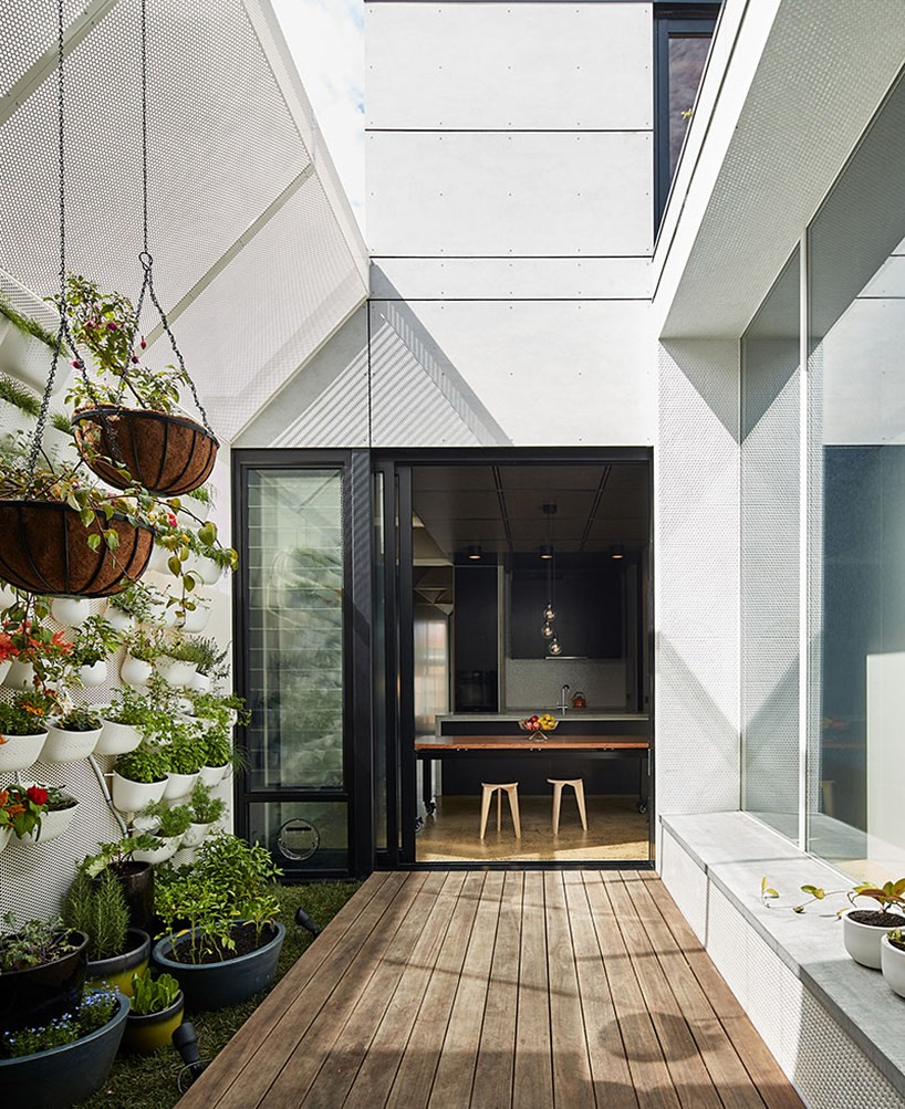 Cottage extension by Melbourne–based firm Architecture Architecture Sundeno_02