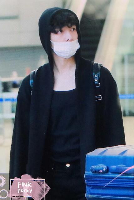 170310 Lay at Shanghai Airport
