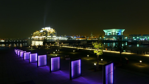 Osanbashi Yokohama international passenger terminal. 大さん橋国際客船ターミナル.