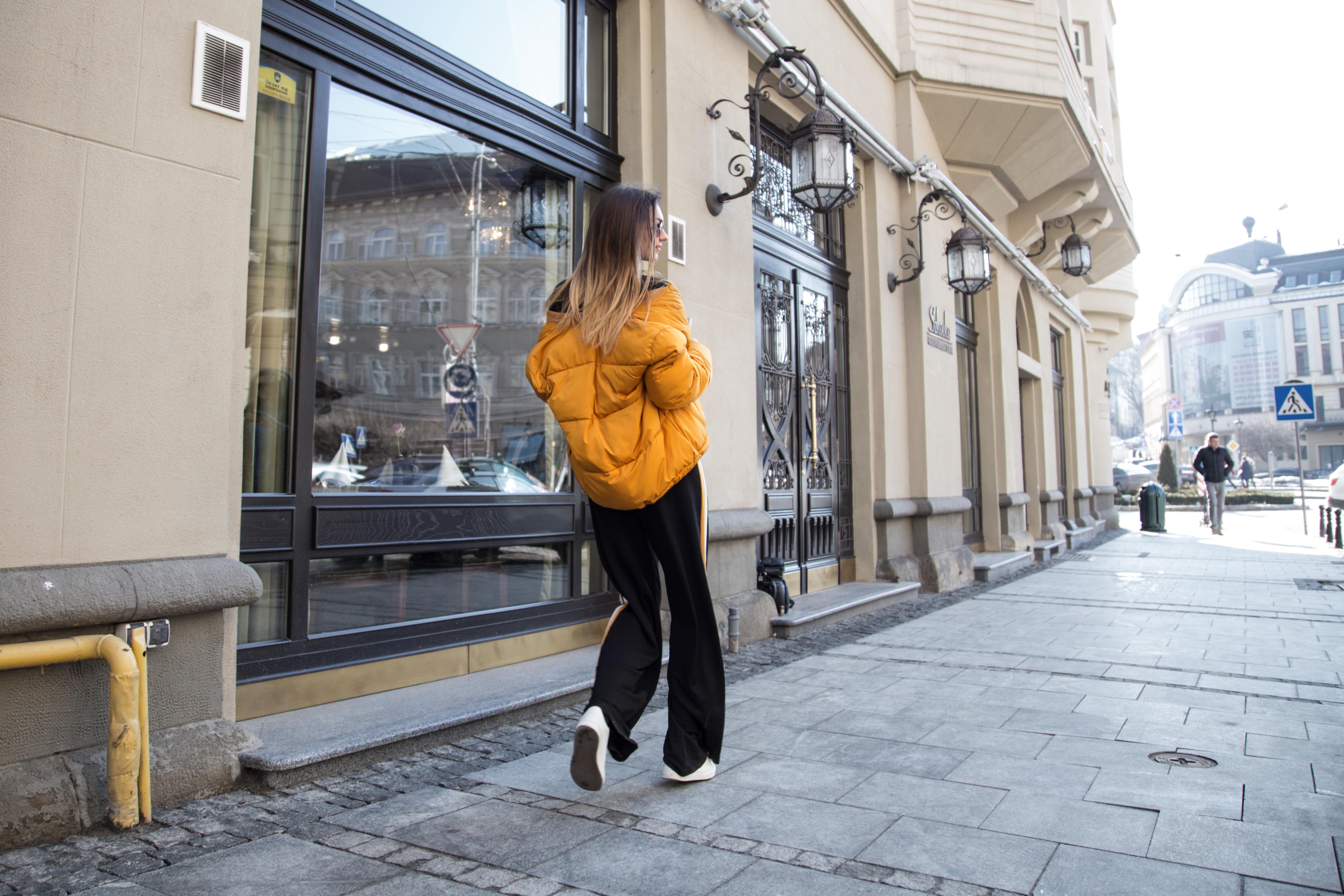 how-to-wear-puffer-jakcet-track-pants