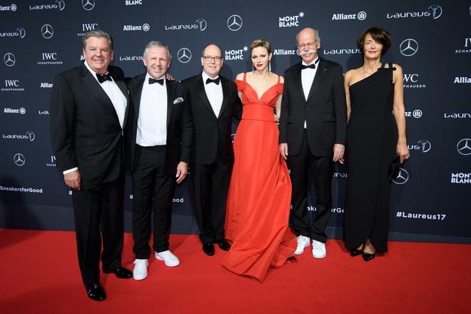 賓士汽車總裁Dieter Zetsche(右二)親自前往摩納哥參與一年一度的勞倫斯體育頒獎盛會