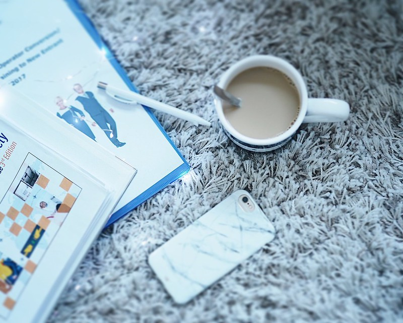 FaTrainingTimeReadingCoffee,FlightAttendantInitialTrainingAviation, fa training, flight attendant to be, tuleva lentoemäntä, koulutus, training, tuleva, kokemukset, experience, cabin crew training, fa tarining, cabin member training, opiskella, study, flight attendant, life, lentomäntä, aviation, ilmailu, drems, unelmat, nunuco design iphone kuori, gray marble case iphone, lexington muki, mug, string lights,