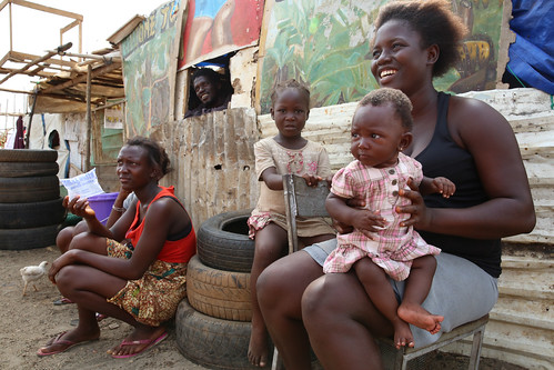Families held in quarantine listen an Ebola contact tracer | by World Bank Photo Collection