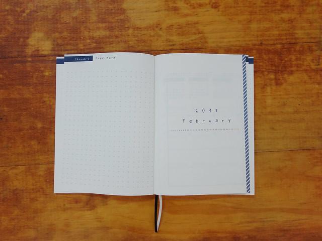 每月結束後,與下一個月的銜接,是左記事、右扉頁的設計@W2Design 好聰明2017拉頁時效週記手帳