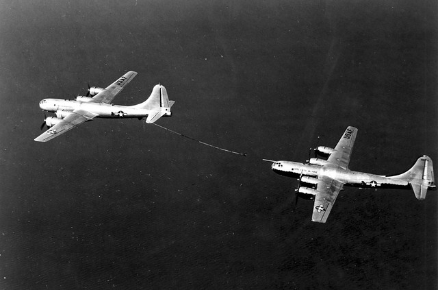 KB-29M_Air_Refueling