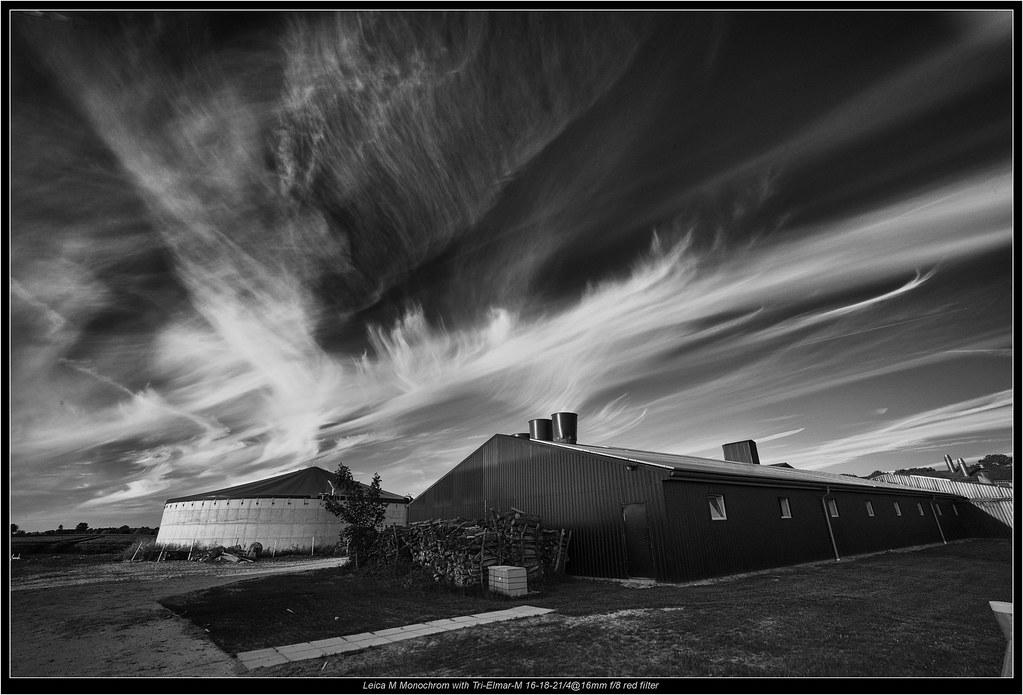 ... Leica M Monochrom with Tri-Elmar-M 16-18-21/4